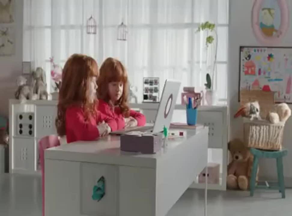 Bliźniaczki nie wierzą obcym zabawkom - Plus odpowiada Orange